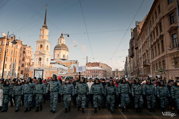 Фоторепортаж: Шествие за честные выборы в Петербурге. Изображение № 25.