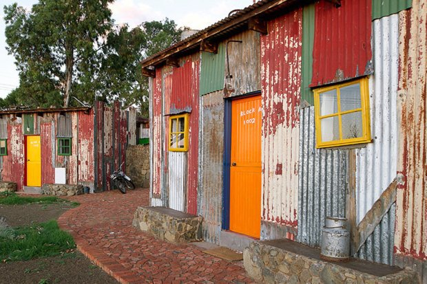 Как устроен пятизвёздочный отель вафриканских трущобах. Изображение № 1.