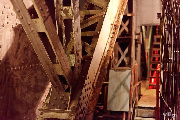 Фоторепортаж: Как разводят Дворцовый мост. Изображение № 13.