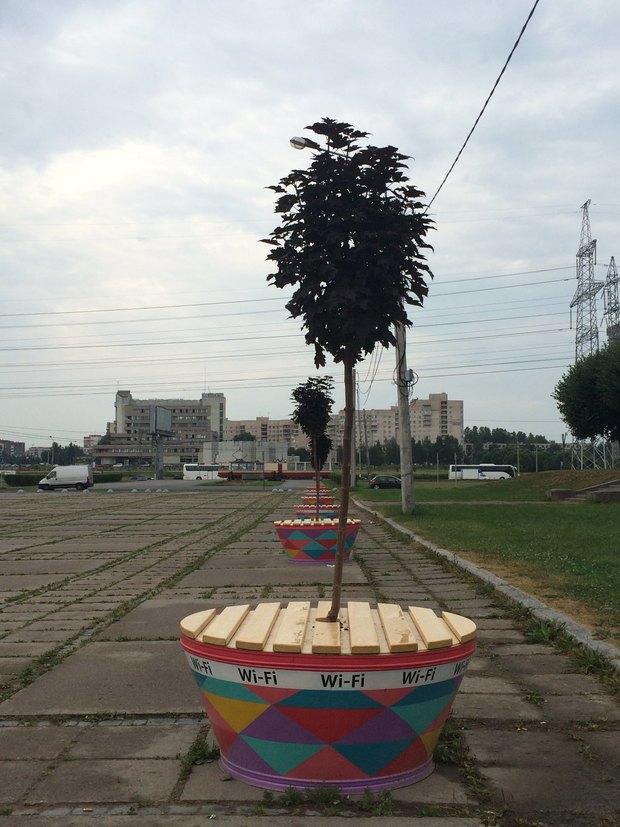 ВЮжно-Приморском парке установили скамейки сбесплатным Wi-Fi. Изображение № 2.
