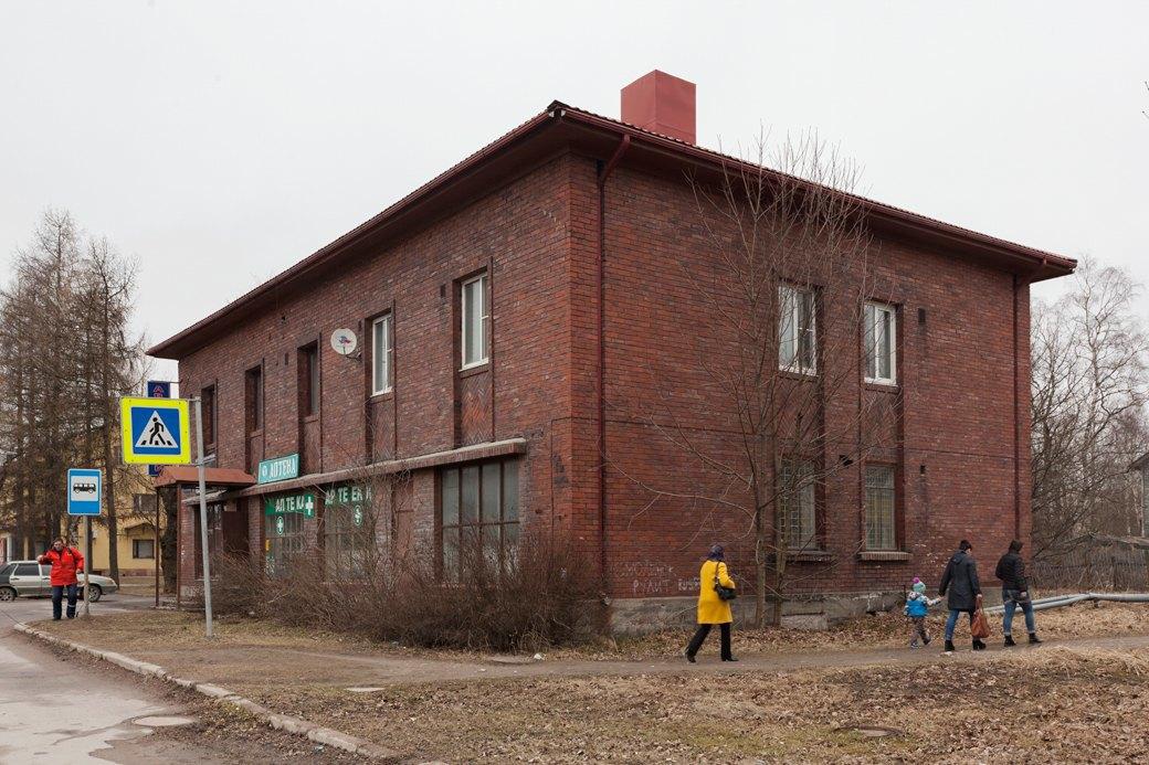 Здание финского периода на улице Победы. Аптека в нём закрылась. Изображение № 15.
