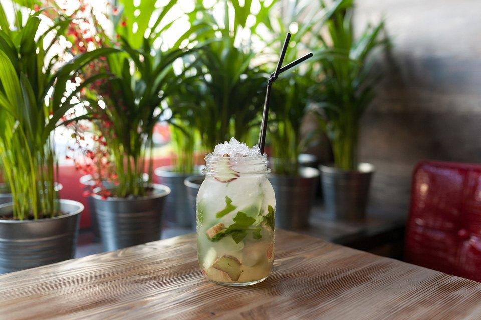 Домашний лимонад с садовым ревенем и щавелем — 180 рублей. Изображение № 17.