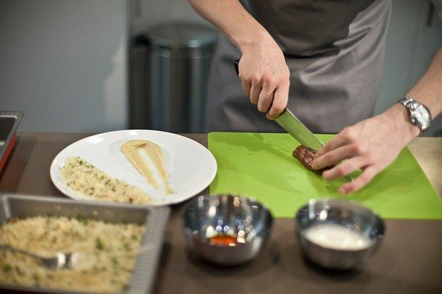 Шеф дома: Ягненок, хумус иоблепиховый десерт шефа «Стрелки». Изображение № 68.