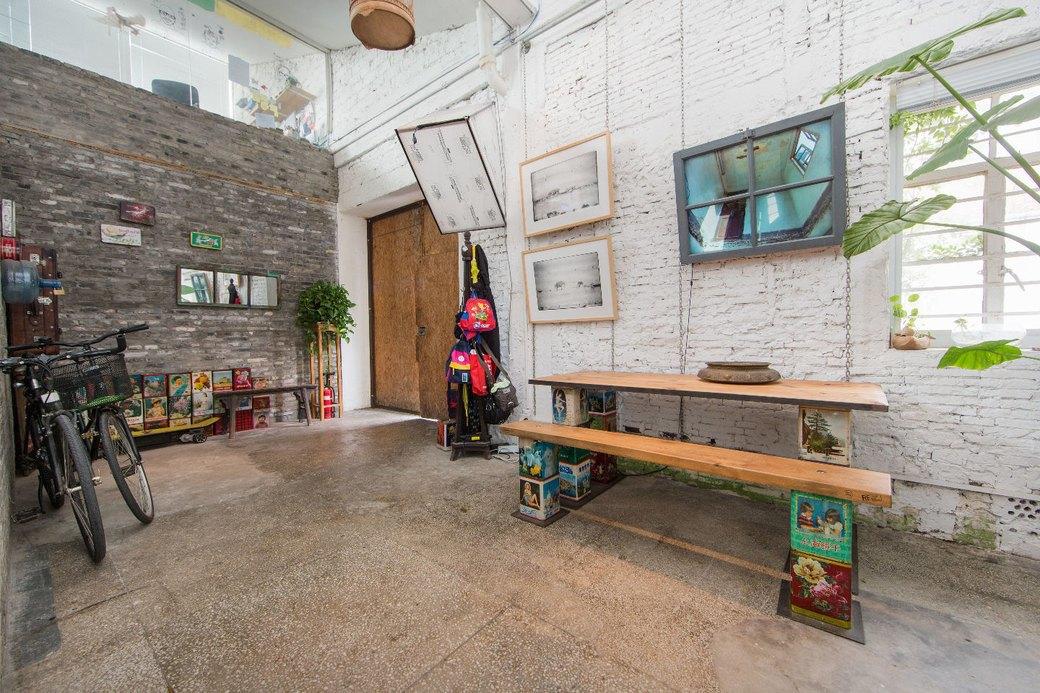 Квартира-мастерская вШанхаесинтерьером извторичныхматериалов. Изображение № 3.