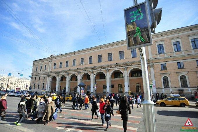 Напротив Московского вокзала установили светофор нового поколения. Изображение № 2.