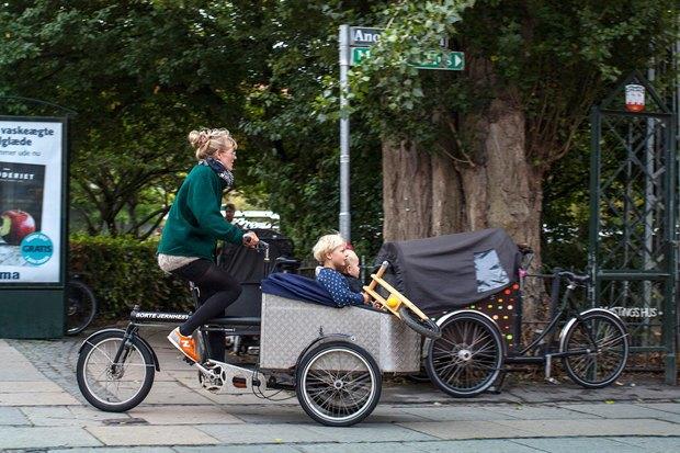Автор Cycle Chic— одевушках, детях иполитиках навелосипедах. Изображение № 10.
