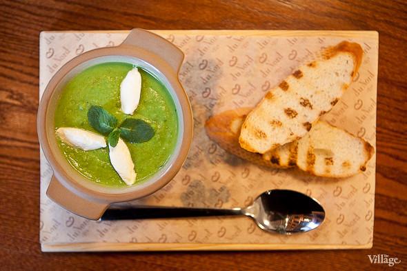 Potage St. Germain – «Потаж Сен-Жермен» — крем-суп из зелёного горошка с мятой и козьим сыром — 210 рублей. Изображение № 31.