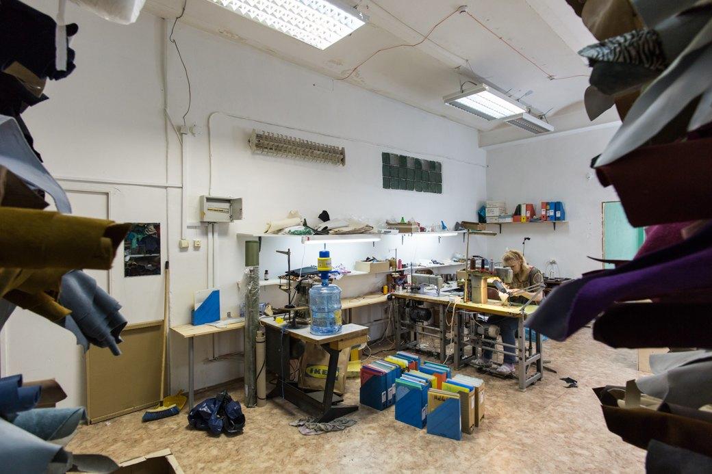 «Пришёл запрос от стилистов Леди Гаги»: Кто икак делает обувь вПетербурге. Изображение № 4.