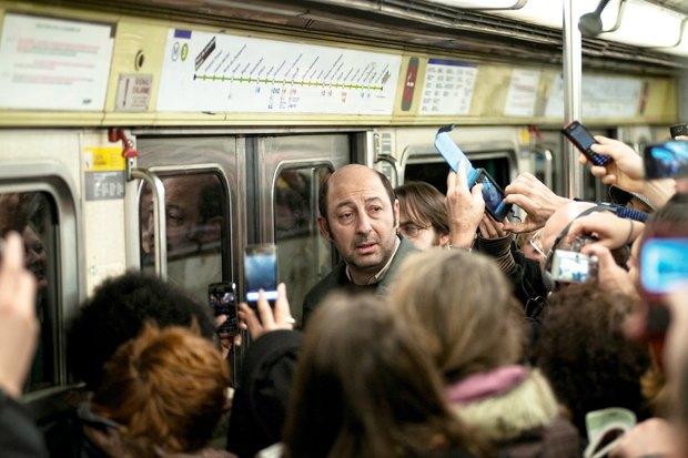 «Суперстар», французская комедия про обычного парня, проснувшегося звездой. Изображение № 3.