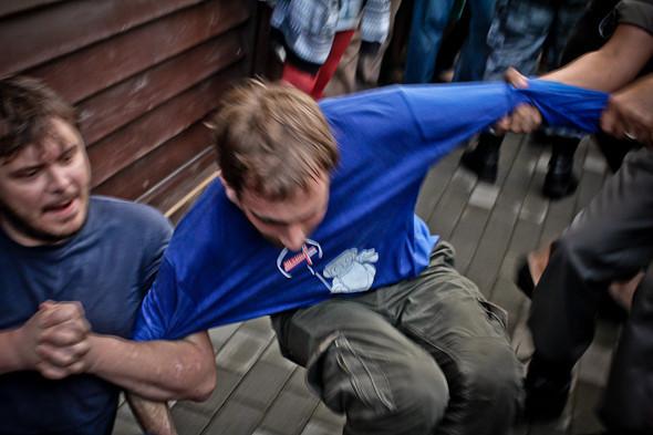Copwatch: действия полиции на «сидячем» митинге «Стратегии-31» на Триумфальной площади. Изображение № 26.