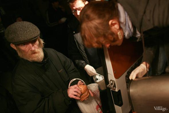 Ночной рейс: Волонтёры и бездомные автобуса «Ночлежка». Изображение № 15.