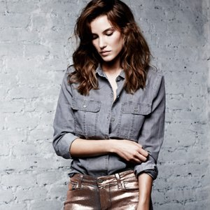 Что надеть: Блестящие джинсы Paige, пижамы Raphaëlla Riboud и пледы Tak.Ori. Изображение № 1.