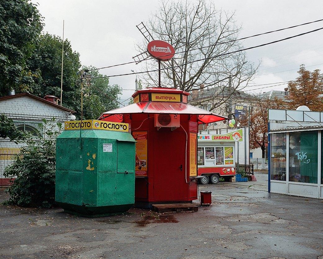 Фотограф Максим Шер — отом, изчего состоит постсоветский город. Изображение № 7.