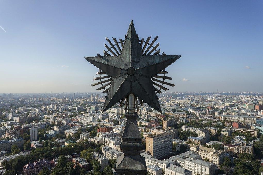 Звёзды сталинских высоток, которые выникогда невидели. Изображение № 7.