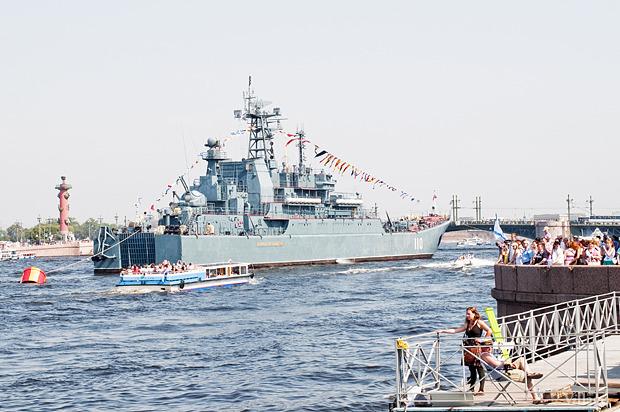 Фоторепортаж: День Военно-морского флота в Петербурге. Изображение № 5.