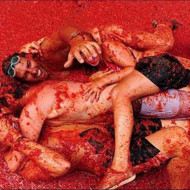Битва помидорами вИспании вснимках Instagram. Изображение № 23.