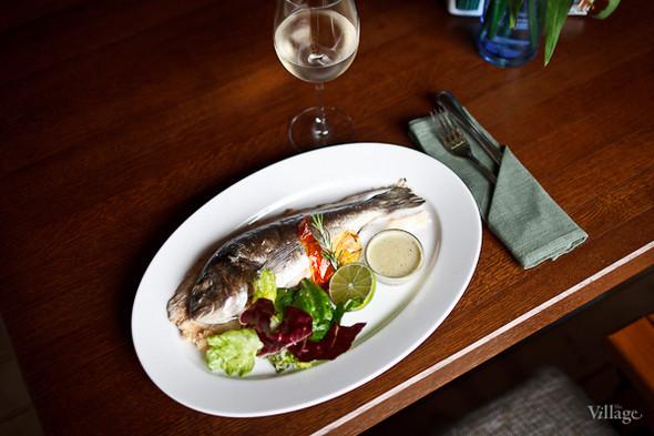 Сибас в соли — 640 рублей, белое вино Pinot Grigio Rapido — 395 рублей за бокал. Изображение № 30.
