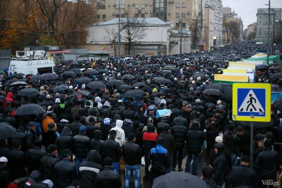 Люди в городе: Как отмечали Курбан-байрам в Москве и Петербурге. Изображение № 16.