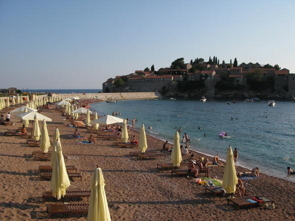 пляж с южной стороны от насыпи