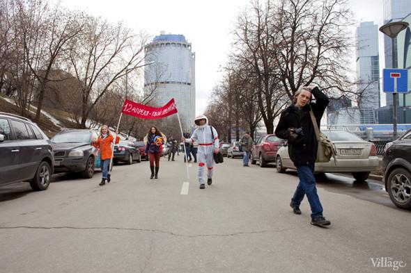 В Москве прошло арт-шествие в честь Дня космонавтики. Изображение № 17.