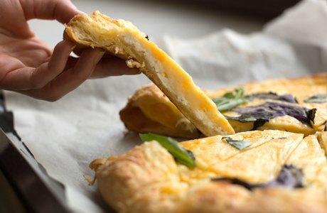 Повар LookAtMedia готовит пиццу «Четыре сыра» ичизкейк изроссийских продуктов. Изображение № 11.