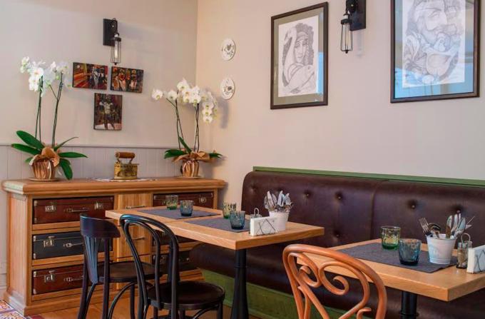 На Малой Бронной открылось кафе кошерной еврейской кухни «Семь сорок». Изображение № 3.