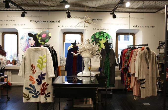 10b31683114e В магазине «Шалтай-Болтай» начали продавать одежду российских дизайнеров.  Изображение № 1. «