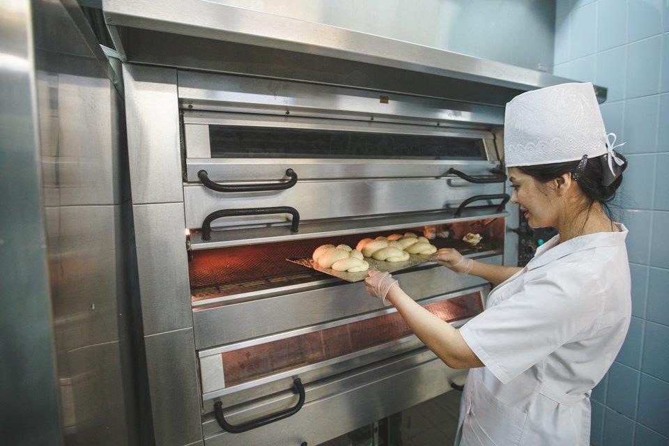 Производственный процесс: Как готовят кошерный хлеб. Изображение № 37.