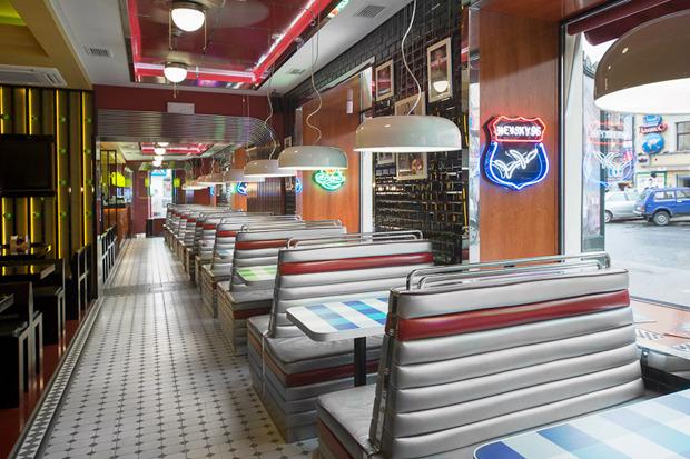 «Две палочки» открылись в стиле американского придорожного кафе. Изображение № 1.
