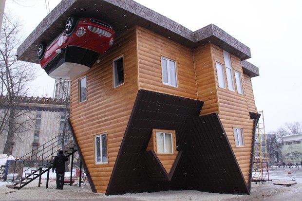 На ВВЦ построили дом-перевёртыш. Изображение № 1.