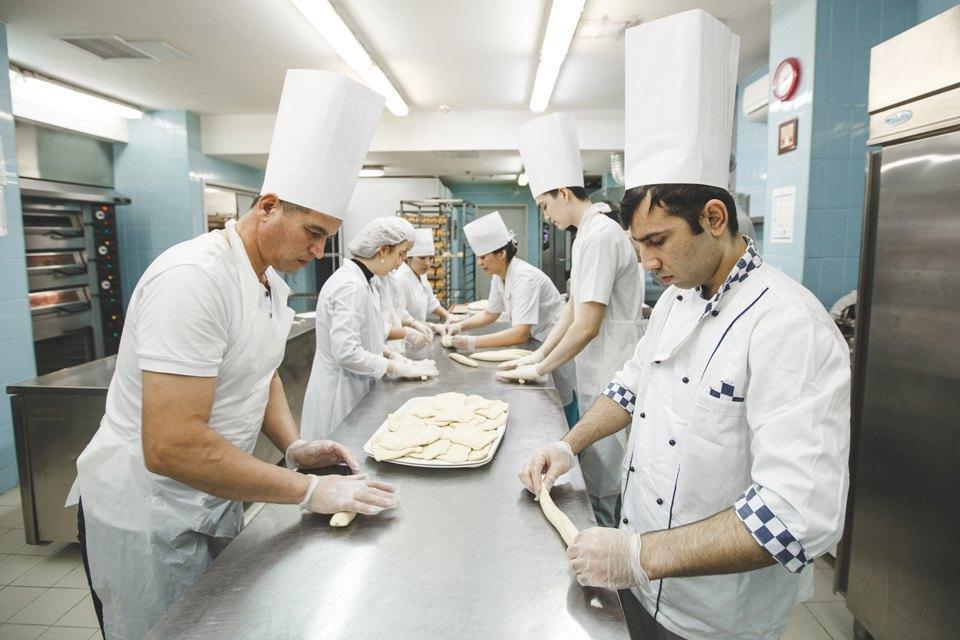 Производственный процесс: Как готовят кошерный хлеб. Изображение № 27.
