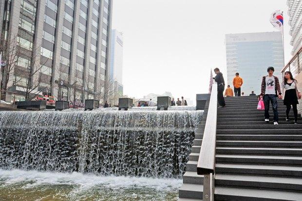 Иностранный опыт: Раскопанная река в Сеуле. Изображение № 12.