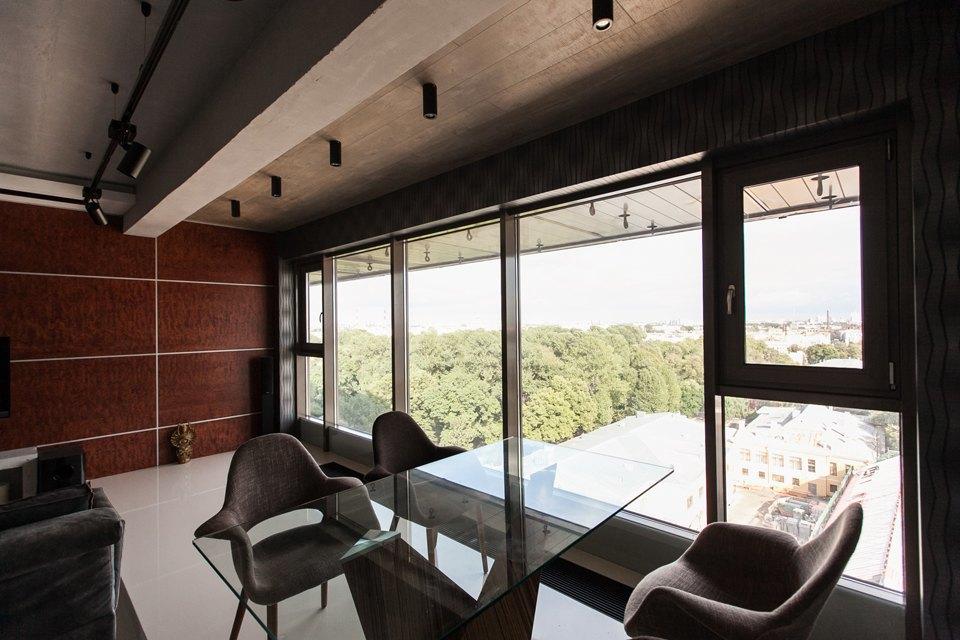 Мужская квартира с панорамным видом на город. Изображение № 4.