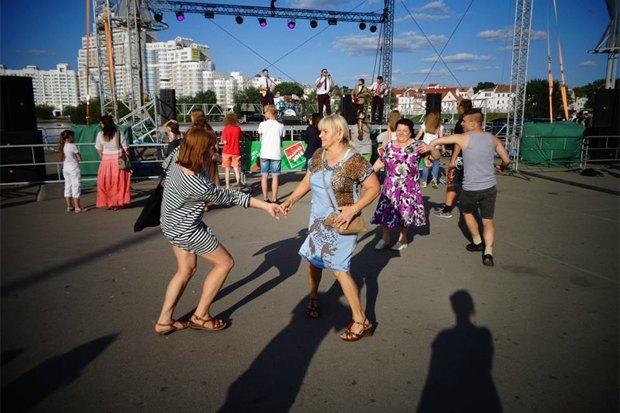 Барби-матрёшка, водка «Неуклюжий медведь» и еще 3 иностранных проекта о России . Изображение № 9.
