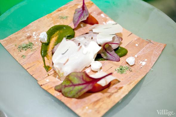 Omnivore Food Festival: Иван Березуцкий готовит суп из черноплодной рябины и нутрию в бересте. Изображение № 19.