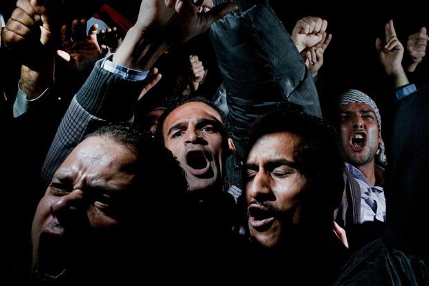 Алекс Маджоли, Италия, Magnum Photos для Newsweek. Демонстрация в Каире. Изображение № 8.