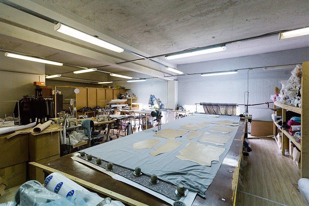 Производственный процесс: Как шьют футболки и толстовки. Изображение № 2.