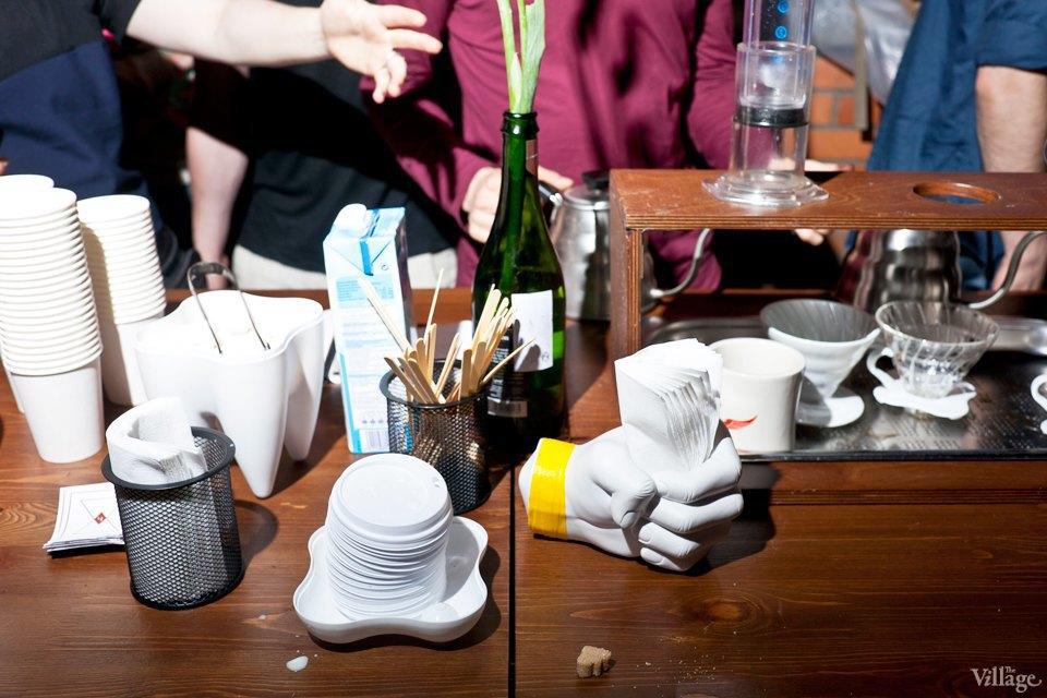 Кофейный кооператив «Чёрный», Artplay. Медленные способы заваривания кофе: аэропресс и кемикс. Зерна из кофейни Les. . Изображение № 73.