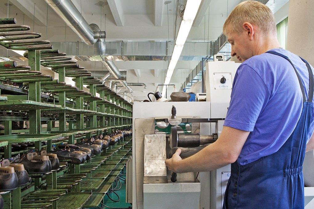 Производственный процесс: Как делают ботинки. Изображение № 22.