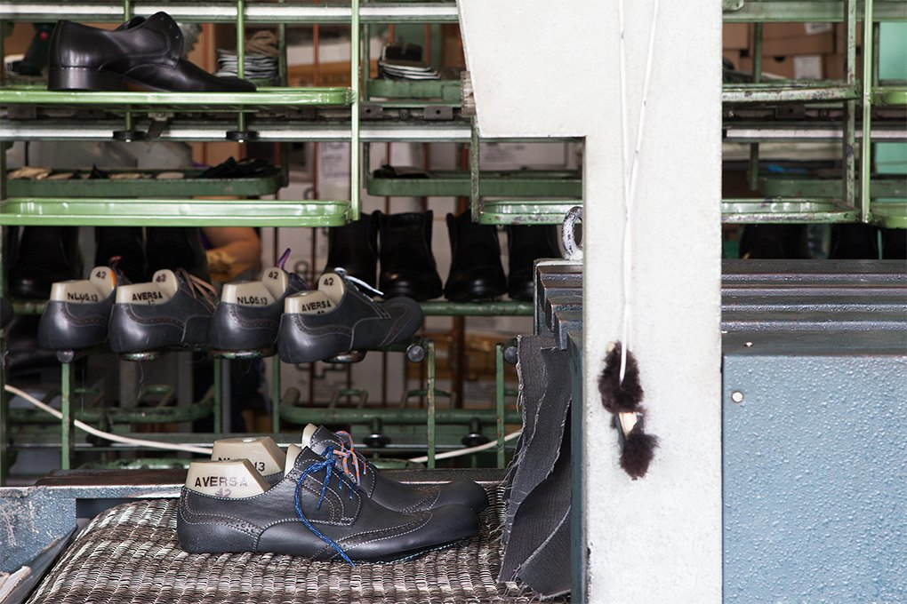 Производственный процесс: Как делают ботинки. Изображение № 21.
