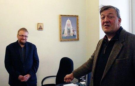 Стивен Фрай снимает в Петербурге документальный фильм о геях. Изображение № 1.