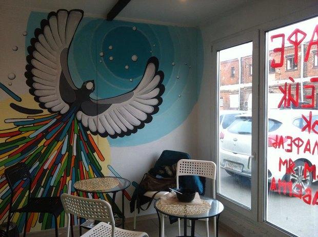 Во дворах наЛиговском открылось кафе вконтейнере «В порядке очереди». Изображение № 1.
