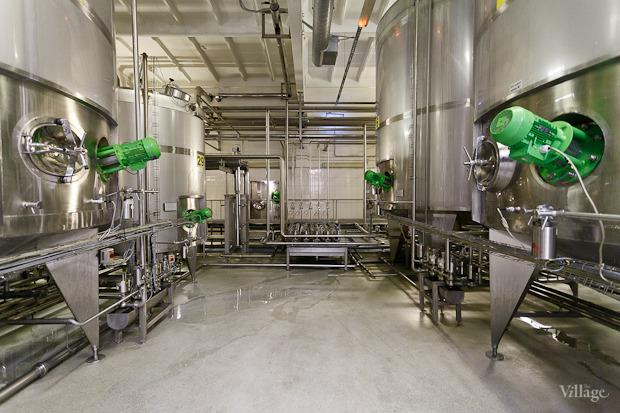 Фоторепортаж: Как делают йогурты на молочном заводе. Изображение № 16.