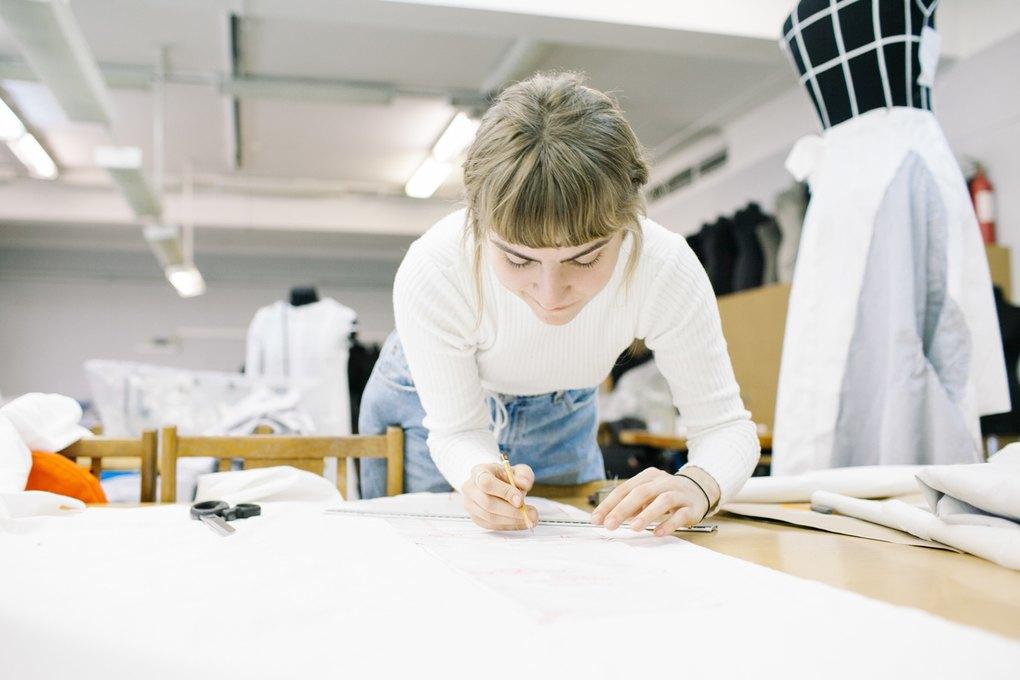 06917f397d3b Мне кажется, всем, кто шьет, нужно иметь навык копирования. В станковой  живописи студенты той же самой «Суриковки» весь подготовительный курс  копируют ...