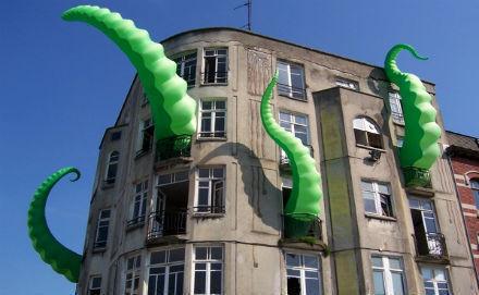 Работа «Зелёные щупальца» британского уличного художника Filthy Luker. Изображение № 9.