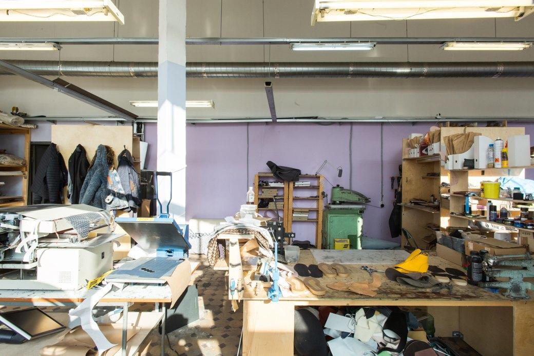 «Пришёл запрос от стилистов Леди Гаги»: Кто икак делает обувь вПетербурге. Изображение № 26.