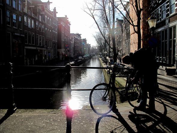 пешая прогулка по Амстердаму прекрасна