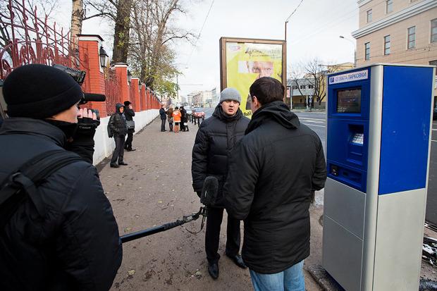 В центре Москвы заработала первая платная парковка. Изображение № 10.