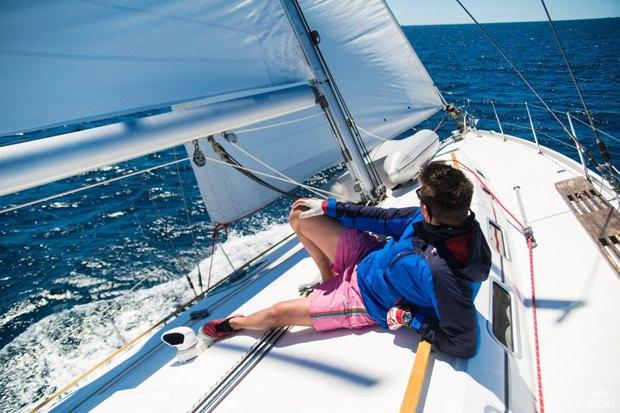 Как зарабатывать, путешествуя напарусной яхте. Изображение № 2.