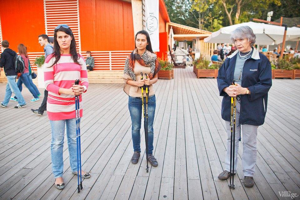 Люди в городе: Кто занимается скандинавской ходьбой. Изображение № 3.